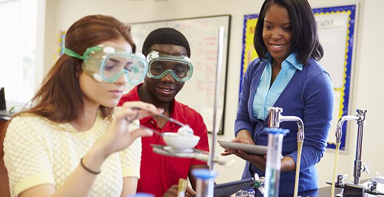b9956163ac O curso de Química - Licenciatura é um curso de graduação que tem por  finalidade formar profissionais com ampla e sólida base  teórico-metodológica para a ...