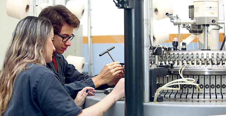 2a3cfac3c4 O curso tem como objetivo formar profissionais capazes de propor soluções  para os processos industriais que envolvam o segmento industrial na área  têxtil.
